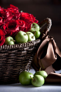 Apple roses basket